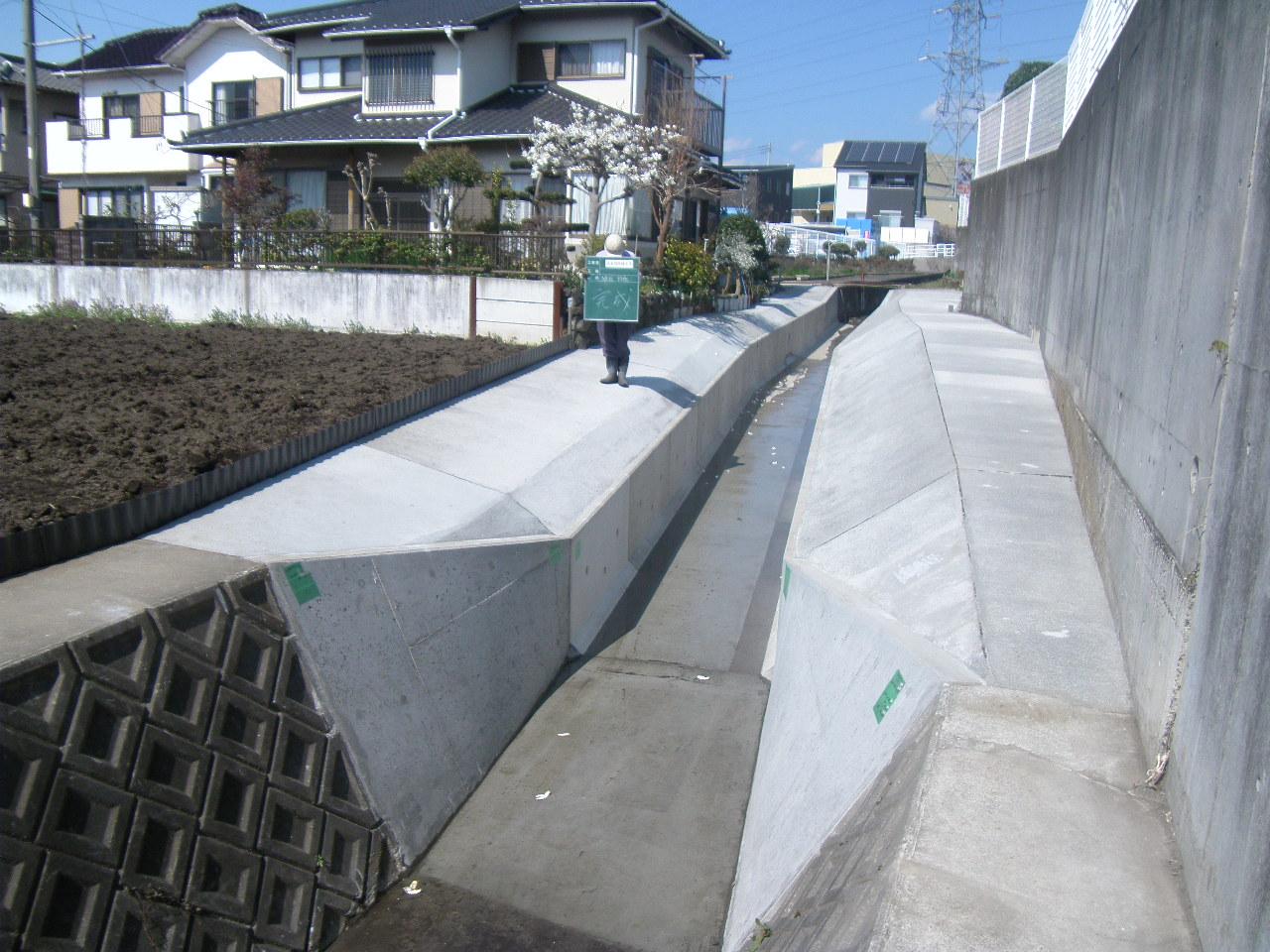 河川工事竣工箇所の写真