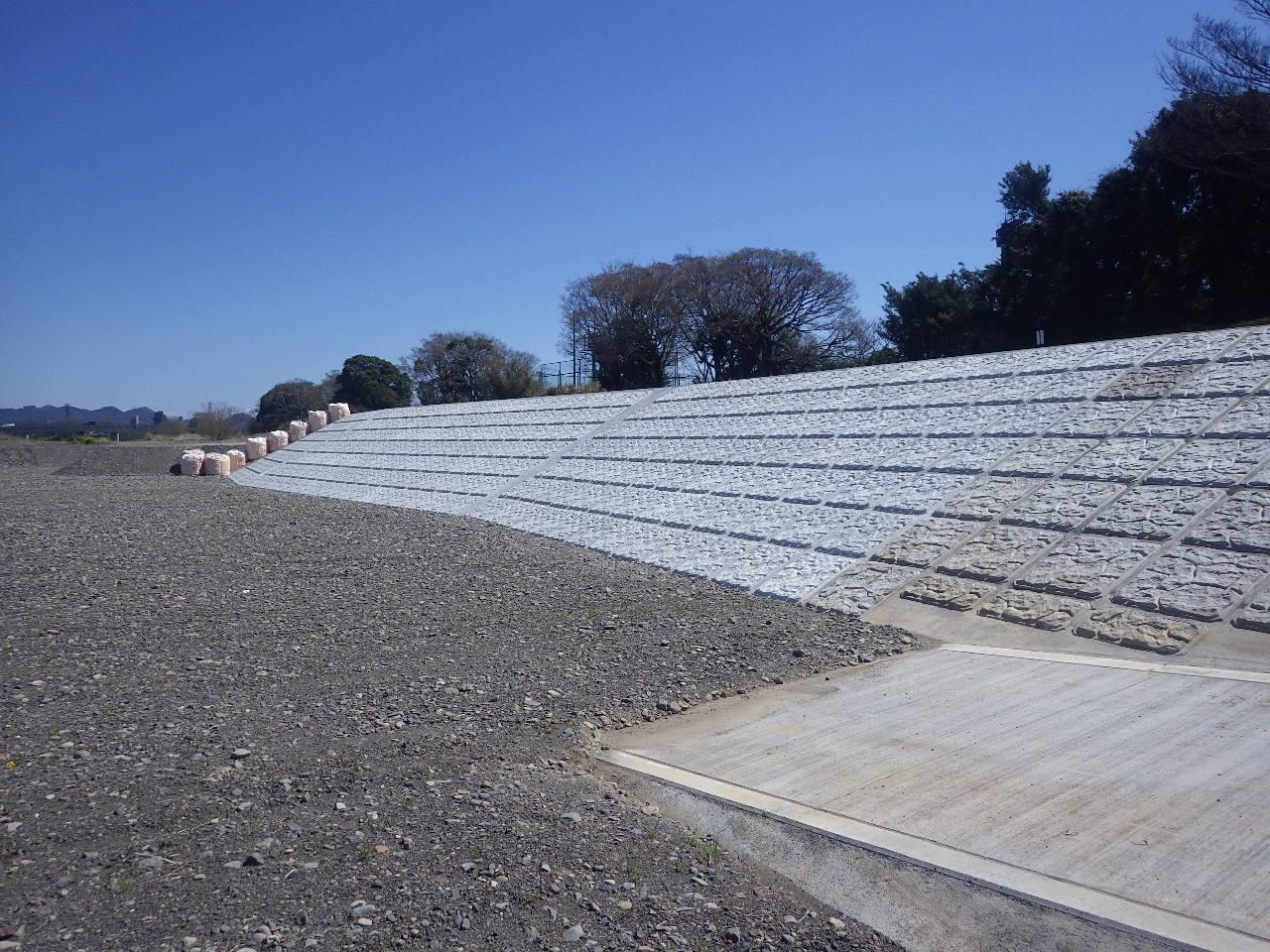 瀬戸川護岸工(完成)の現場写真